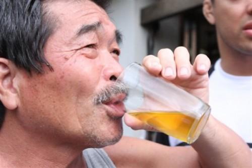 boire-son-urine-serait-bon-pour-la-sante