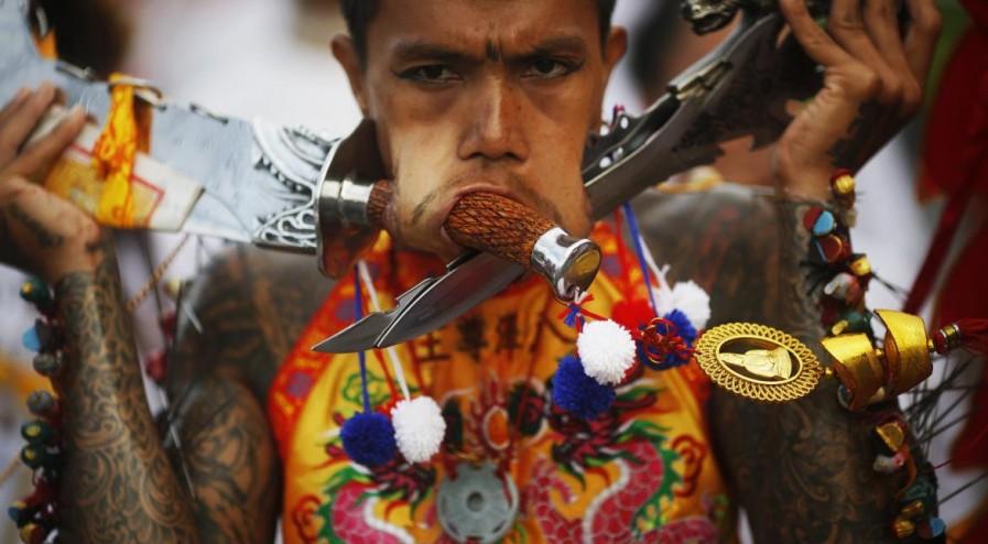 festival-vegetarien-phuket-thailande-auto-mutilation-shockyou-10