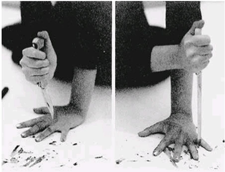 abramovic-marina-russian-knife-jeu-couteau-shockyou-1