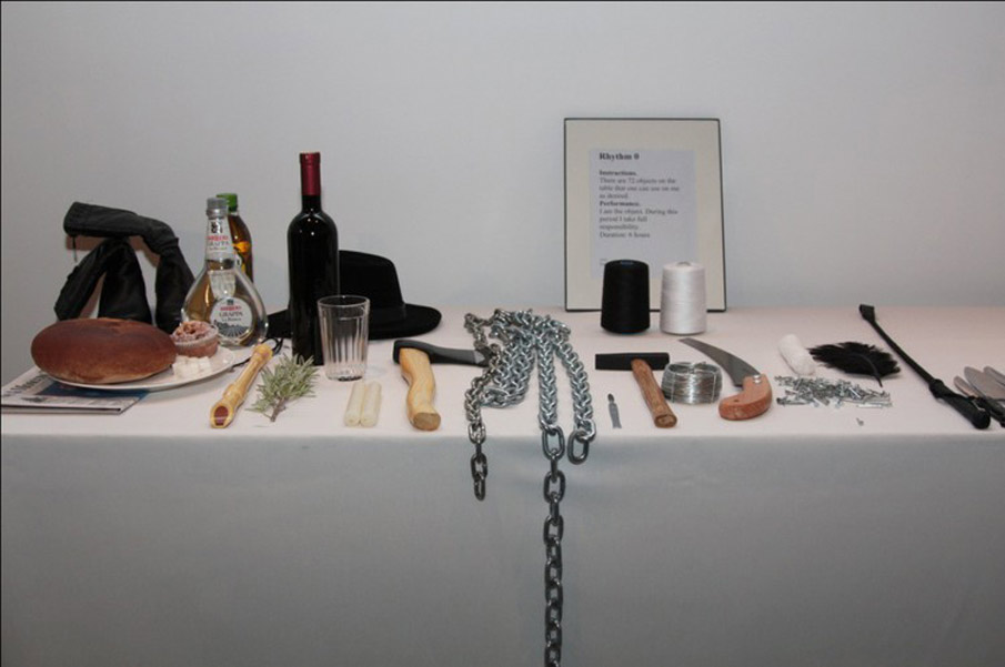 marina-abramovic-table-objets